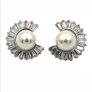 Silver noble circle crystal pearl earrings